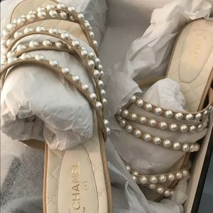 New In Box CHANEL BEIGE Goat Skin SANDALS 40C/10US